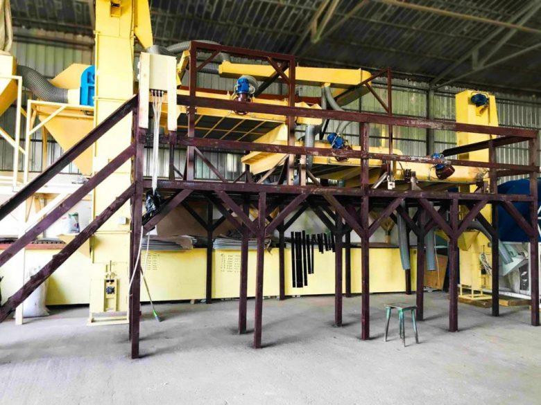 Семенной завод Фадеева в Румынии, установлен на деревянные опоры